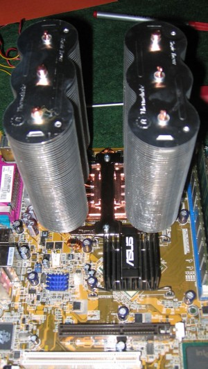 Montierter Thermaltake Sonic Tower auf ASUS P5P800