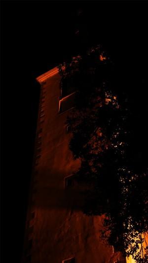 Kirchturm in Mainz bei Nacht